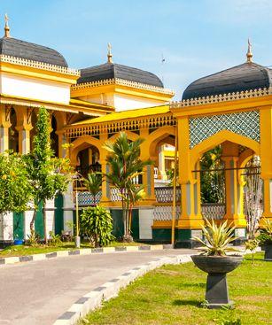 https://www.bourse-des-vols.com/commun/images/001-villes/indonesie/medan-indonesie/medan-indonesie-palace-du-sultan.jpg